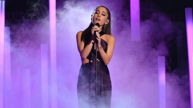 ariana_grande_performing_grammys