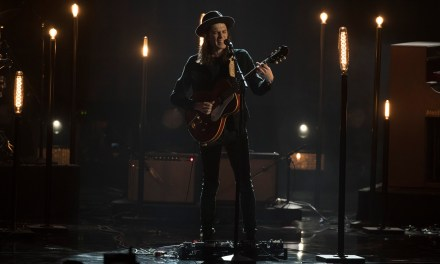 "WATCH: James Bay Performs ""Let It Go"" at the 2016 American Music Awards"