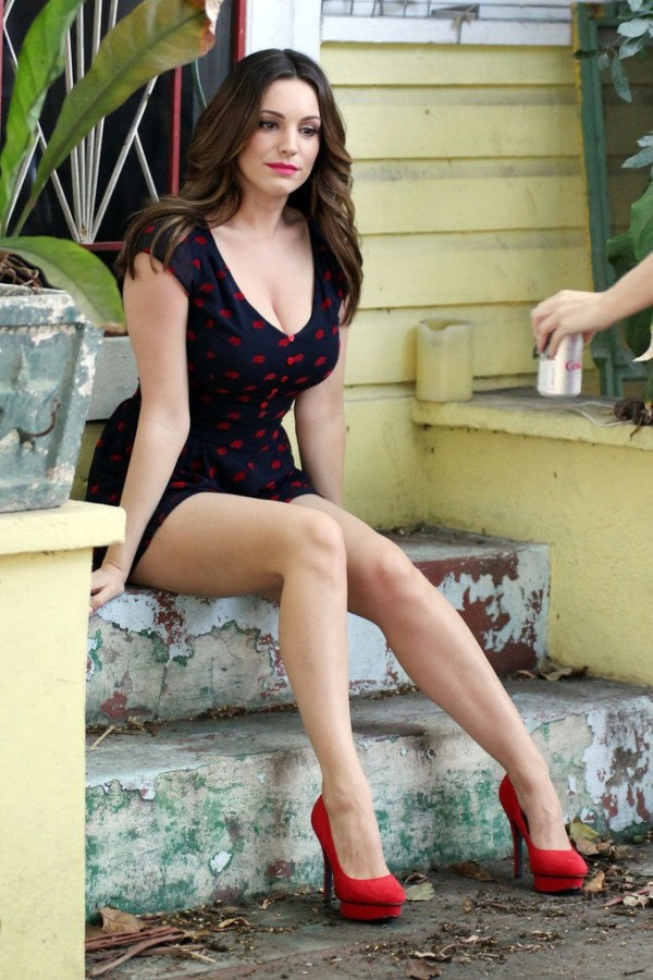 33 Hottest Pictures Of Kelly Brook Prove She Is A Sexiest ...