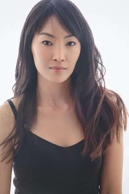 Elizabeth Anweis in a profile image.