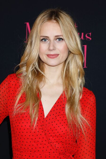 Mr. Mercedes Holly Gibney actress Justine Lupe does not appear to have a boyfriend nor a husband.