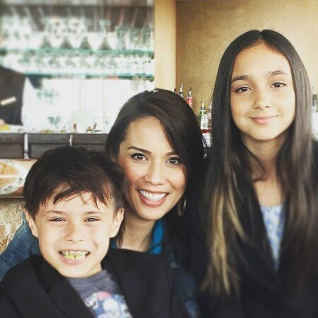 Michael Shanks' wife Lexa Doig with their kids, Mia Tabitha Shanks (daughter) and Samuel David Shanks (son).