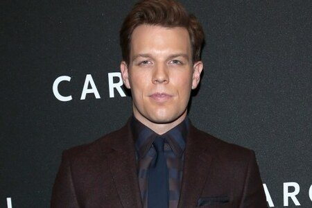 Jake Lacy plays the role of Clyde in the Hulu original High Fidelity.