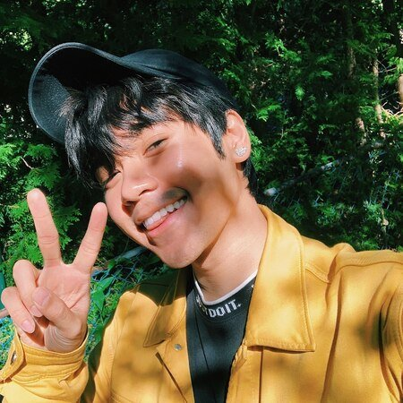 Utopia Falls Hulu Mags actor Mickeey Nguyen does not have a girlfriend right now.