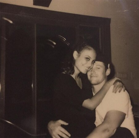 Nathalie Kelley was in a relationship with her Vampire Diaries co-star Zach Roerig.