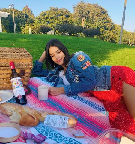 Zion Moreno loves picnic and her career, the actress is currently single.