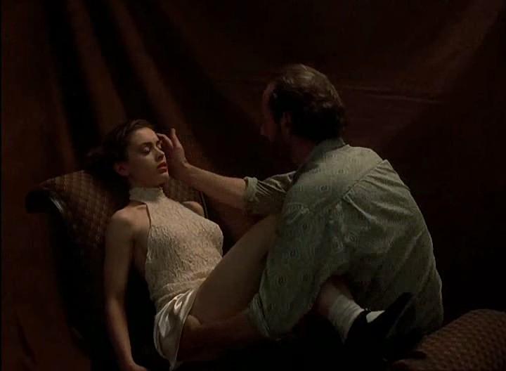 Alyssa milano embrace of the vampire photo shoot only - 2 4