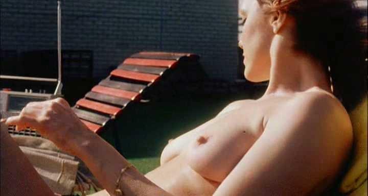 Bobbi Burns  nackt