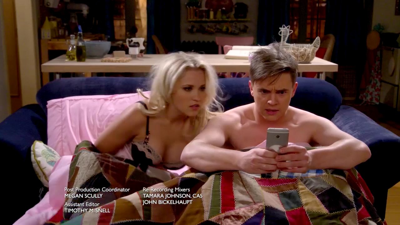 Emily osment young amp hungry s01e02 4