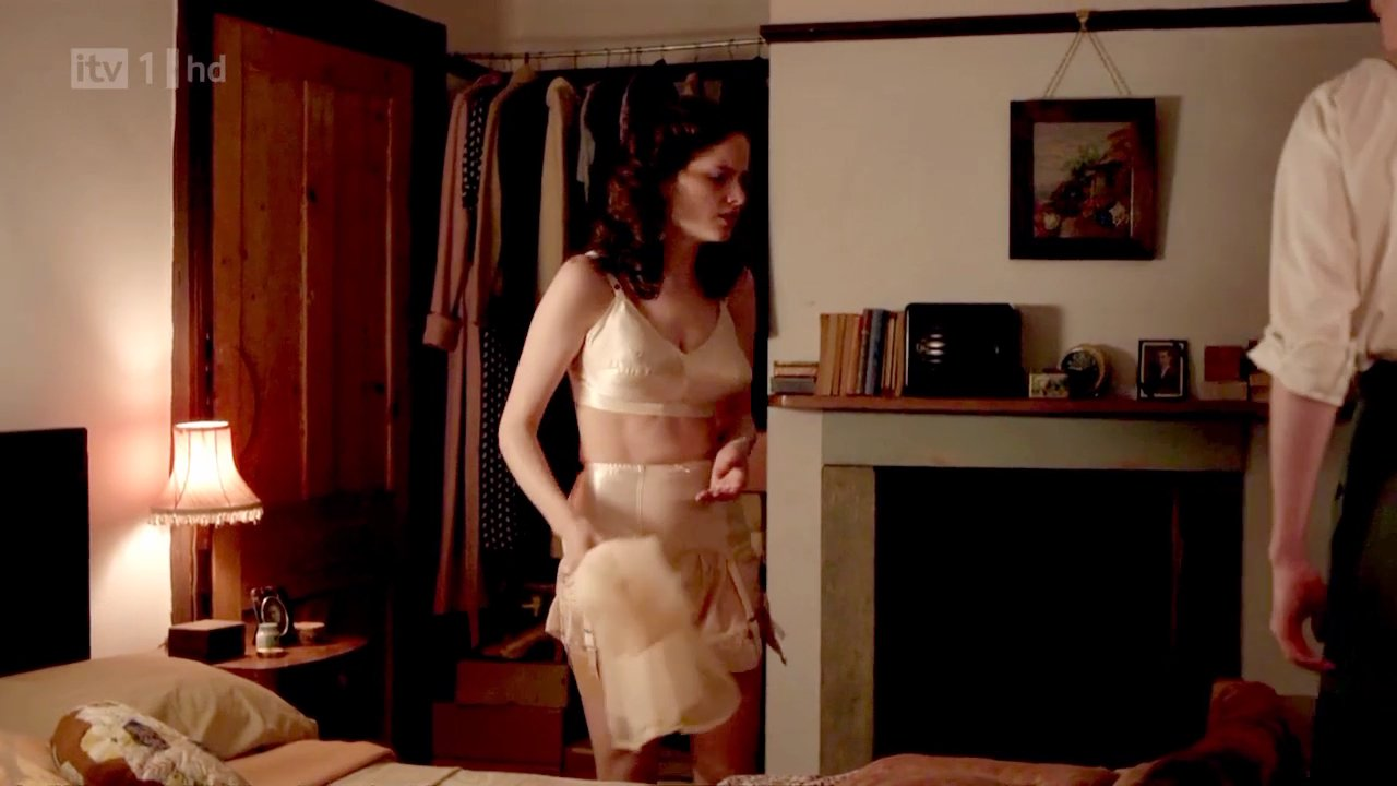 Sophie rundle nude in episodes with matt le blanc