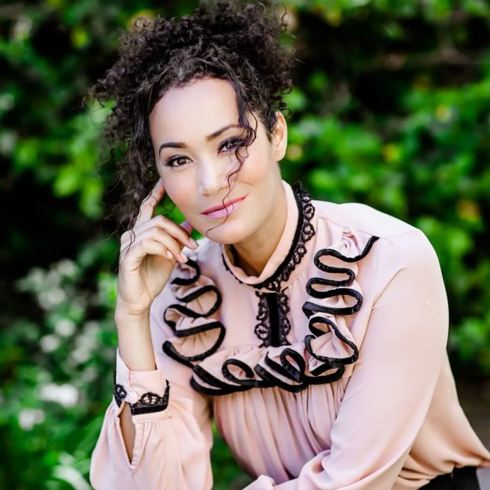 Jo-Ann Strauss celebrates 14 years of love with hubby