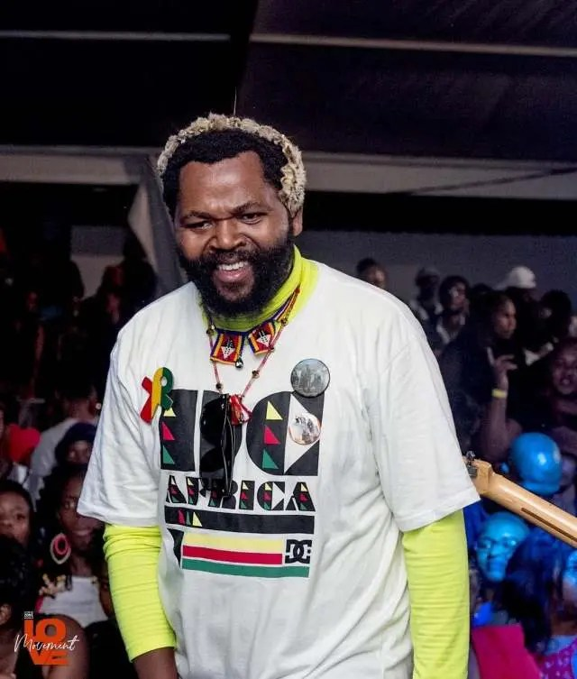 Sjava weighs in on a viral photo of Minister Naledi Pandor – We need younger leader!