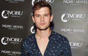 Jeremy Irvine Height, Weight, Age, Wiki, Biography, Net Worth, Facts