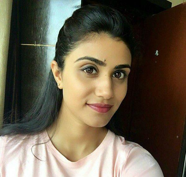 Jia Sharma Height, Weight, Vital Stats, Age, Wiki, Biography, Facts