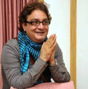 Vinay Pathak Height Weight Age Wiki Biography Wife Family & Profile