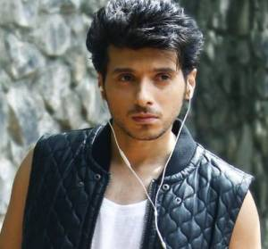 Divyendu Sharma Height, Age, Weight, Wiki, Biography, Wife & More