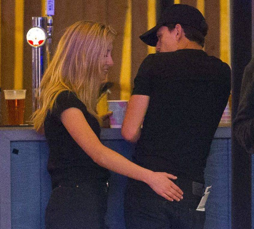 """Subject of Tom Holland """"data-caption ="""" Tom Holland saw a mysterious blonde girl in July 2019 """"data-source ="""" @ cosmopolitan.com"""
