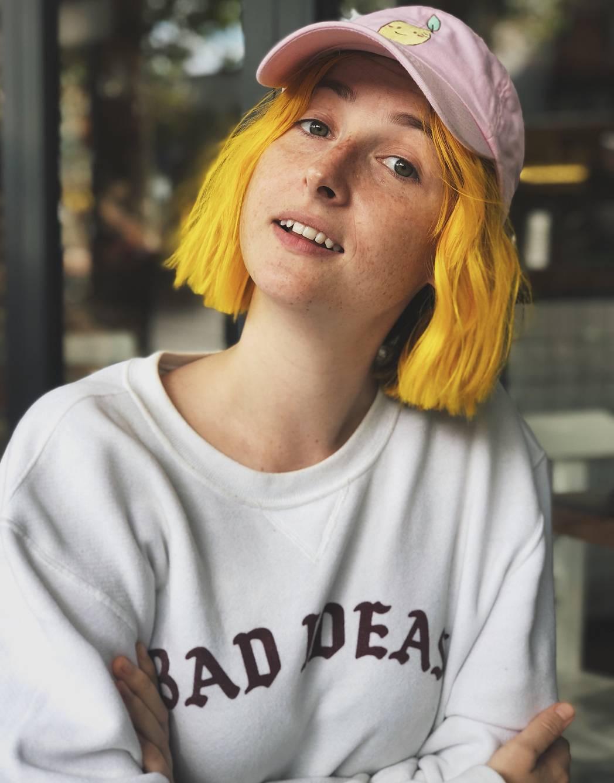 Tessa Violet YouTuber
