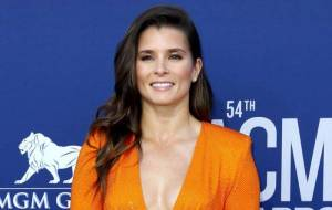 Danica Patrick Lifestyle, Wiki, Net Worth, Income, Salary, House, Cars, Favorites, Affairs, Awards, Family, Facts & Biography