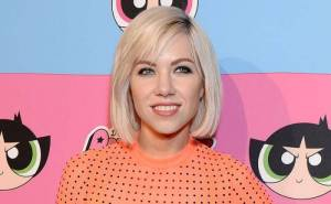 Carly Rae Jepsen Lifestyle, Wiki, Net Worth, Income, Salary, House, Cars, Favorites, Affairs, Awards, Family, Facts & Biography