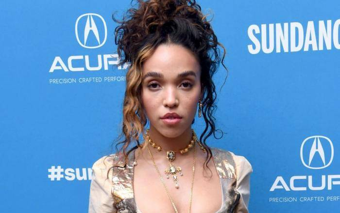 FKA Twigs Lifestyle, Wiki, Net Worth, Income, Salary, House, Cars, Favorites, Affairs, Awards, Family, Facts & Biography