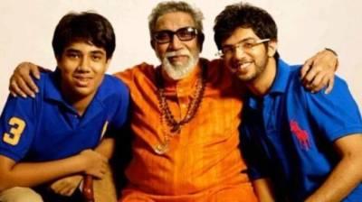 Aditya Thackeray (right) with Bal Thackeray (center) and Tejas Thackeray (left)
