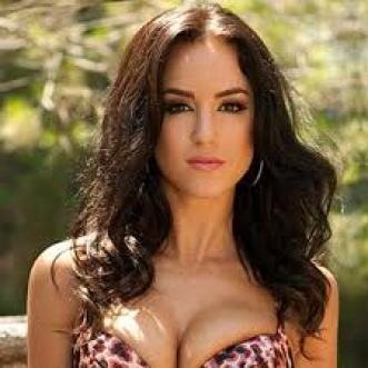 Rosie Jones is An English Glamour Model Net Worth Height Weight Bra Size Shoe Relationship Career Profile Favorite Things