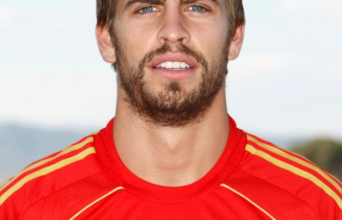 Gerard Pique Weight Height Eye Color Body Measurements Shoe Size Hair Color Bra Size Figure