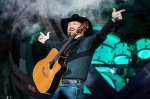 Garth Brooks Weight Height Eye Color Body Measurements Shoe Size
