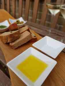 Lees meer over het artikel Brood gedoopt in olijfolie en zeezout
