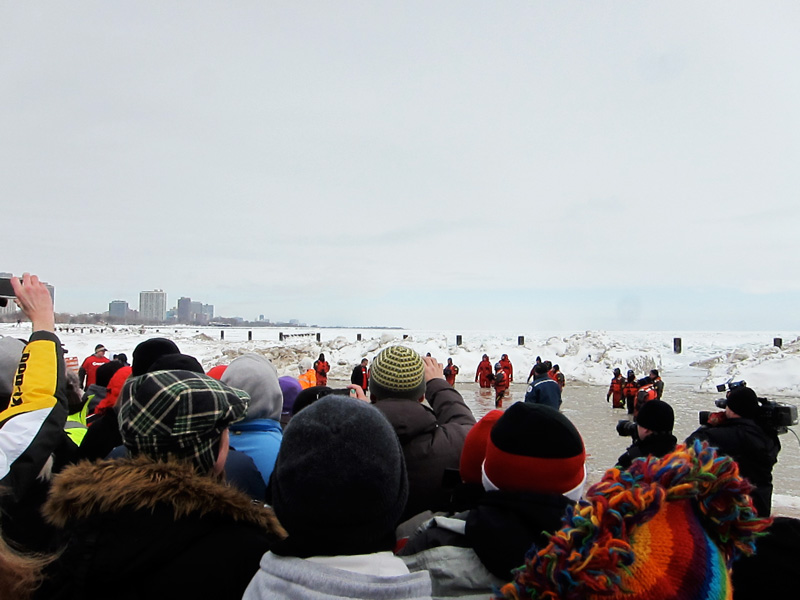 The land of a 1000 captures (spectators photographing the plunge.)