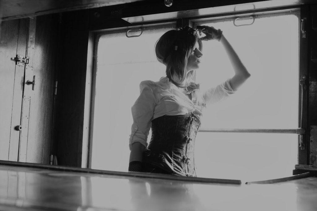 Cyrielle Ettihal Steampunk urbex train