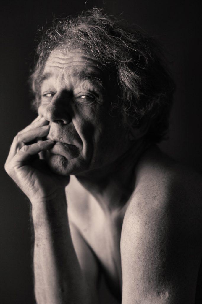 Shooting modèle homme portrait nu nude photothérapie