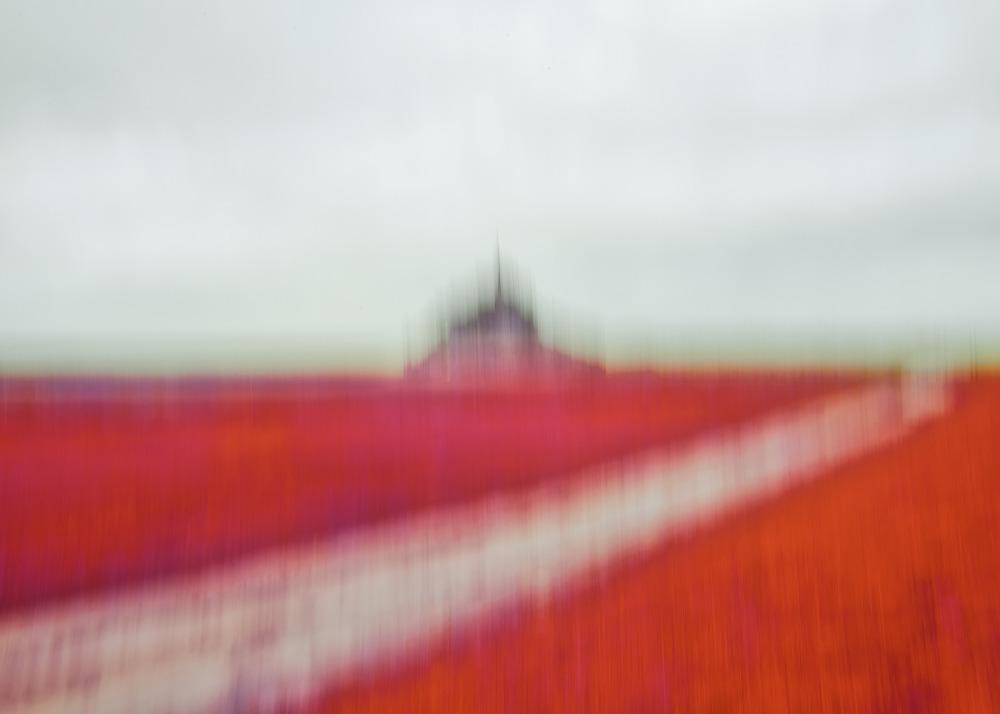 Le Mont Saint Michel en Intentional Camera Movement ICM rouge