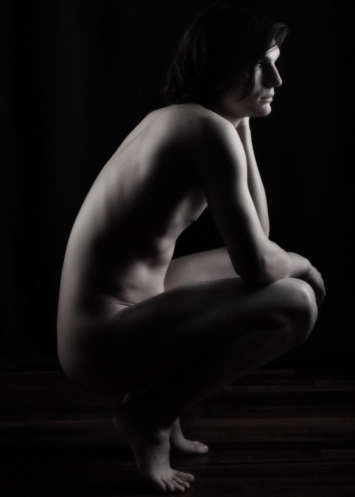 Homme en nu artistique noir et blanc et clair obscur