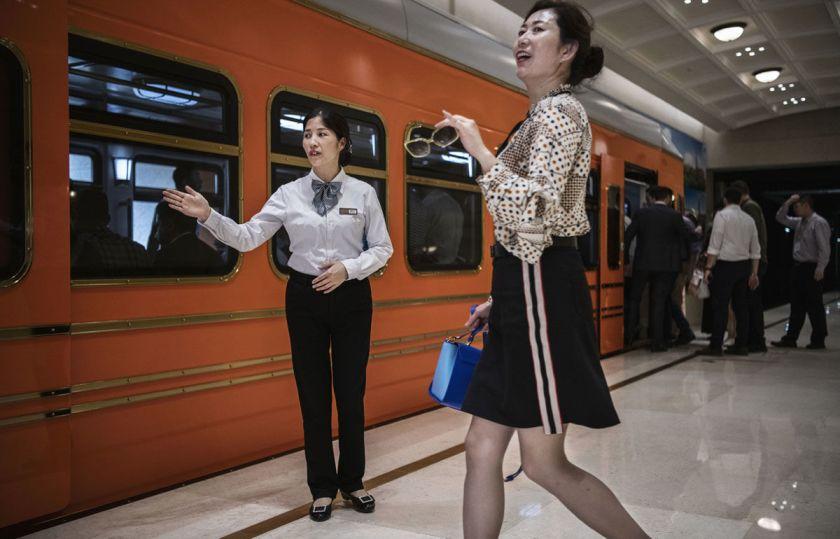 Sforum - Trang thông tin công nghệ mới nhất i12 Ngắm nhìn trụ sở mới của Huawei tại Trung Quốc: Như châu Âu thu nhỏ, có hệ thống xe điện riêng, nhân viên đi làm như đi du lịch
