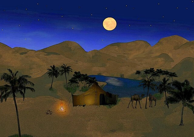 Es una carpa nomada en el desierto enseguida esta un pequeno lago y se mira la luna llena