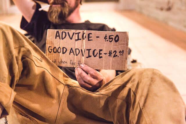Es un desamparado que vende consejos a 50 centavos y buenos consejos a dos dolares