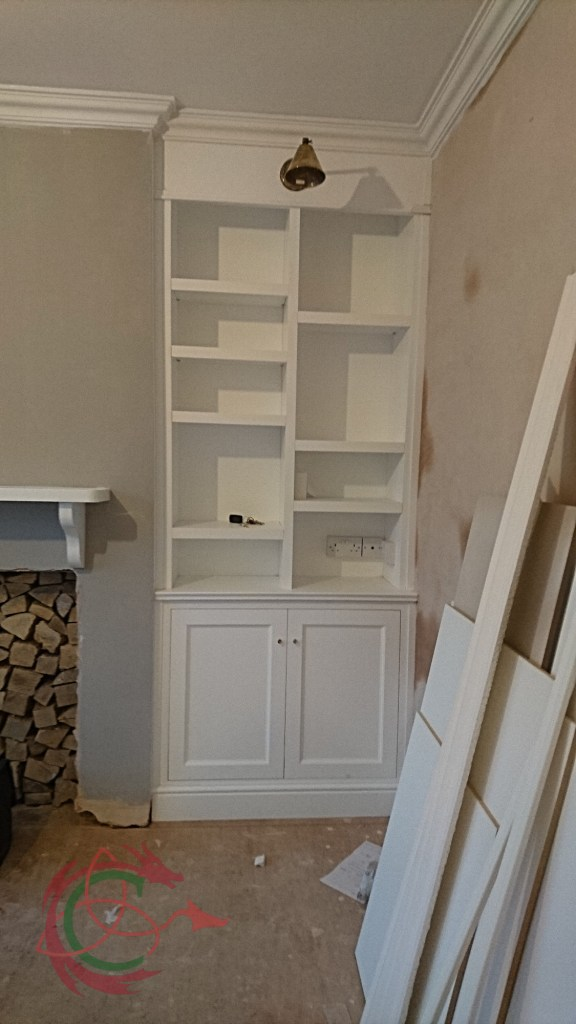Alcove cabinets and random shelving integral with ceiling coving by Celtica Kitchens