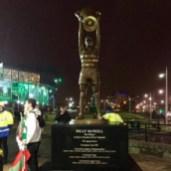 歴代最も偉大なキャプテン、ビリーマクニールの銅像