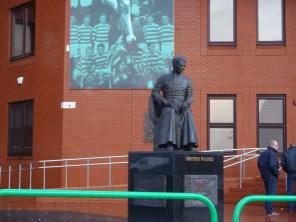 セルティックFC創設者、ウォルフリード修道士の銅像