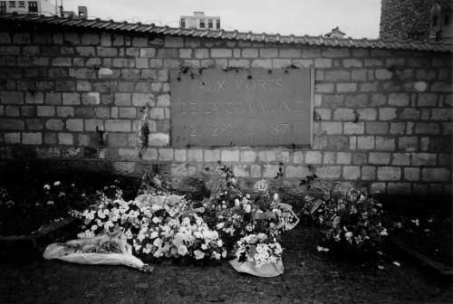 Aux Morts plaque w-flowers