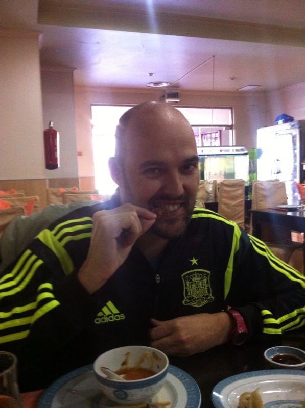 Raúl sabe que de lo que se come, se cría.
