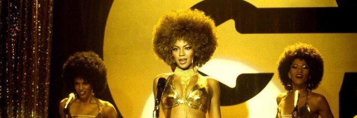 A cantora Beyoncé também está na lista de espiãs com Foxxy Cleopatra em Austin Powers e o Homem do Membro de Ouro (Austin Powers in Goldmember, 2002)