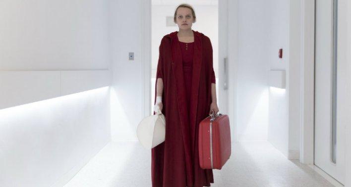 Elizabeth Moss em The Handmaid's Tale - O Conto da Aia