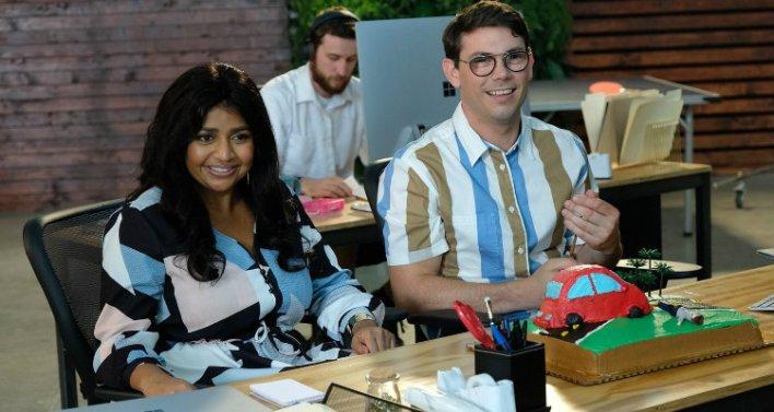 Punam Patel e Ryan O'Connell na série Special
