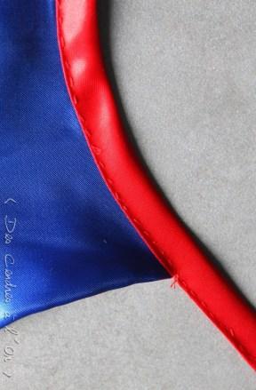cape detail cou bleu