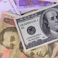 Причини девальвації гривні по відношенню до долара США поточного тижня