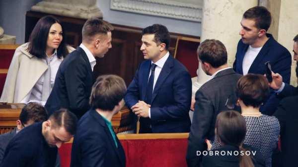 Зеленский подошел к Гончаренко после его выступления и ...