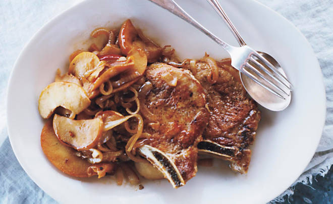 Recipe_Pork_Chops_Apples_Onions_HomeMedium